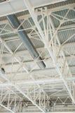 工厂厂房屋顶金属结构  免版税库存照片