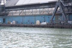 工厂和断裂墙壁多伦多,加拿大 库存照片