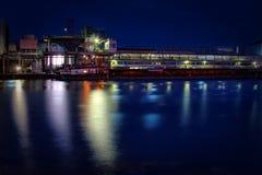 工厂在晚上 库存图片