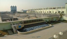 工厂处理污水 免版税库存照片