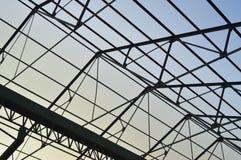 工厂屋顶的钢制框架 库存照片