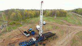 工厂工人进行对井架设备的测试 股票视频