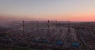 工厂工厂和风景鸟瞰图在烟 从大工厂设备的大气污染 4K 股票录像