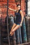 工厂废墟的性感的战士妇女 免版税库存图片