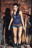 工厂废墟的性感的战士妇女 免版税图库摄影