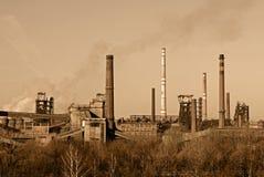工厂抽烟 免版税库存图片