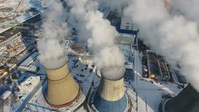 工厂污染 在背景的明亮的晴朗的天气 直升机射击 影视素材