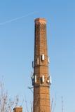 工厂烟囱作为细胞塔 免版税库存照片