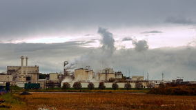 工厂烟囱和管子喘气入空气 图库摄影