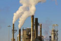 工厂烟窗 免版税图库摄影
