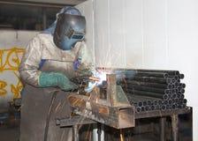 工厂焊接工作者 库存照片