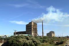 从工厂的大气污染在埃塞俄比亚 免版税库存照片