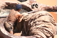 工厂皮革工作者 免版税图库摄影