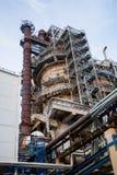 工厂管子和大厦  免版税库存图片