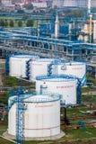 工厂管子和大厦  免版税库存照片