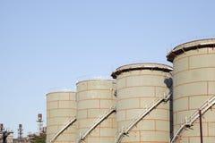 工厂背景的炼油厂产业 免版税库存照片