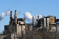 工厂覆盖工业的烟 免版税库存图片