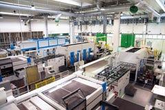 工厂-纸板粮食容器的生产 免版税库存图片