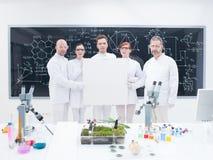 工友在实验室 免版税库存照片