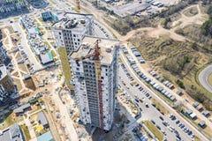 工地工作空中顶视图有塔吊的 库存图片