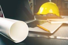 工程学建筑运转的书桌 免版税库存图片