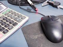 工程师工具在桌上的 免版税图库摄影