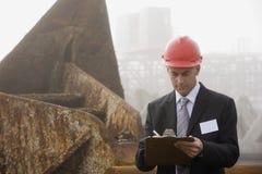 工程师检验注意发运采取 免版税图库摄影