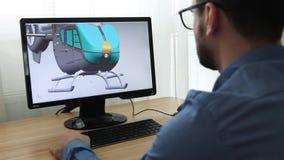 工程师,建设者,玻璃工作的设计师在个人计算机 他是创造,设计直升机一个新的3个d模型  股票视频