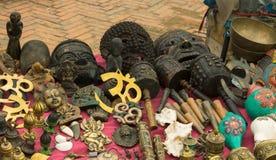 工艺品在老市场上,加德满都,尼泊尔 免版税库存图片