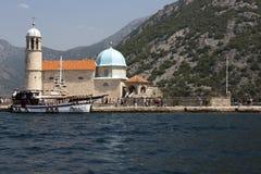 工艺品海岛我们的岩石的夫人在博卡队Kotorska海湾的 免版税库存照片