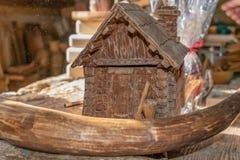 工艺品由木头、玩具和装饰做成 免版税库存照片