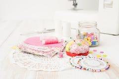 工艺,缝合,缝合在缝纫机,缝合与您的h 图库摄影