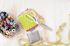 工艺,缝合,缝合在缝纫机,缝合与您的h 库存图片
