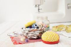 工艺,缝合,缝合在缝纫机,缝合与您的h 库存照片