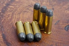 左轮手枪弹药筒 45 Cal狂放的西部期间 免版税图库摄影
