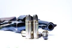 左轮手枪枪在手中在白色背景 图库摄影