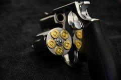 左轮手枪金牛座大酒瓶357 免版税图库摄影