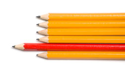 左铅笔指向红色黄色 免版税库存图片