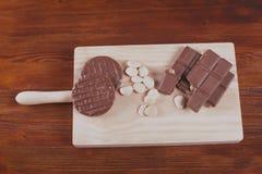 巧克力、牛奶和曲奇饼 库存图片