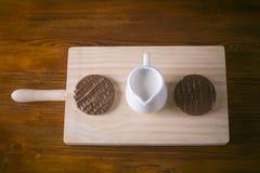 巧克力、牛奶和曲奇饼 免版税库存图片