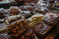 巧克力不同在manazin陈列室的:乳状,黑暗,与胡说,白色 图库摄影
