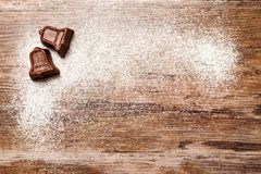 巧克力与小响铃的形状的圣诞节糖果 免版税库存照片