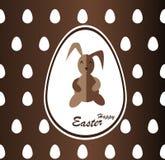 巧克力与标签兔宝宝和鸡蛋的复活节背景 免版税库存图片