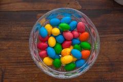 巧克力五颜六色的鸡蛋 图库摄影