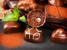 巧克力分类 果仁糖巧克力甜点 免版税库存图片