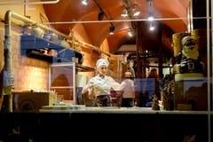 巧克力利沃夫州车间  做甜点的糖果商 库存照片