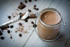 巧克力和咖啡奶油甜点 免版税图库摄影