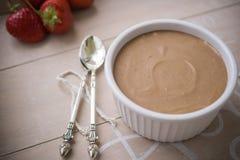 巧克力和咖啡奶油甜点 免版税库存照片