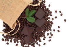 巧克力和咖啡豆 免版税库存照片