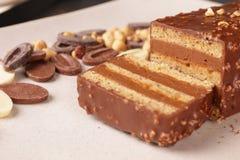 巧克力和榛子绉纱蛋糕 免版税库存图片